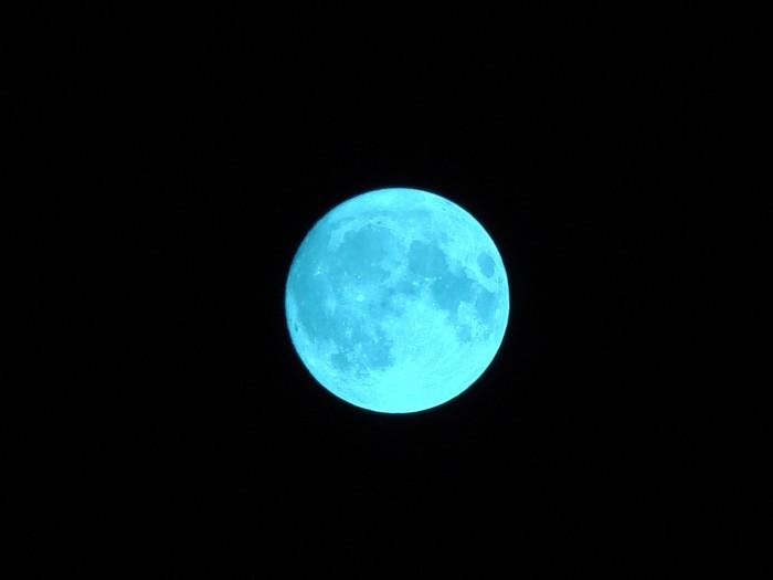 Μπλε φεγγάρι σήμερα. Το φαινόμενο «Blue Moon», η 13η πανσέληνος με το αμφιλεγόμενο όνομα…
