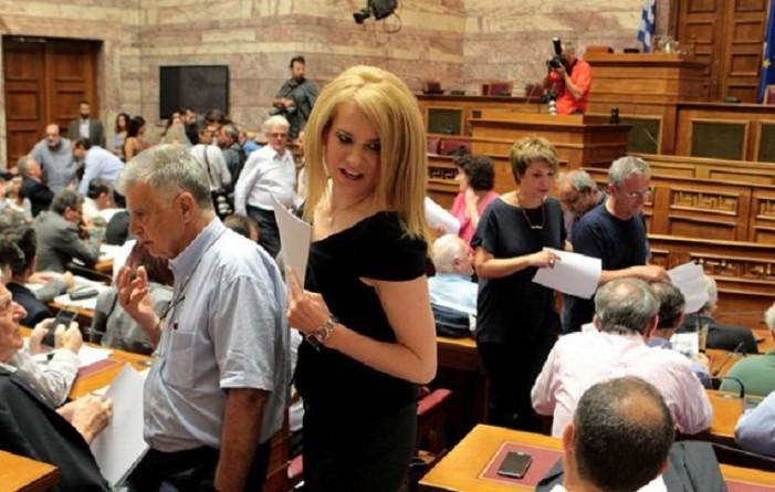 Τζάκρη: «Χαβαλετζής πολιτικός» ο Γιάνης Βαρουφάκης