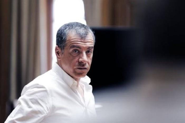 Στ.Θεοδωράκης: Να παραμένει η κυβέρνηση μέχρι να σταθεροποιηθεί η χώρα
