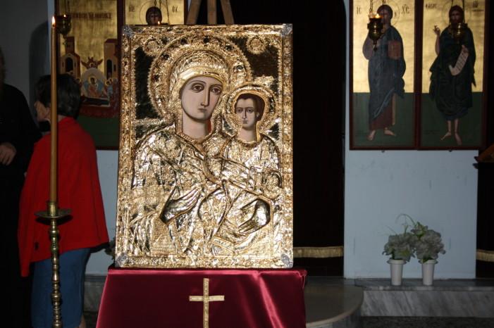 Η «Κυρά των Αγγέλων του Γράμμου και του Άργους» πήρε χθες τη θέση της στη Γράμμουστα για τον Δεκαπενταύγουστο (Φωτο)