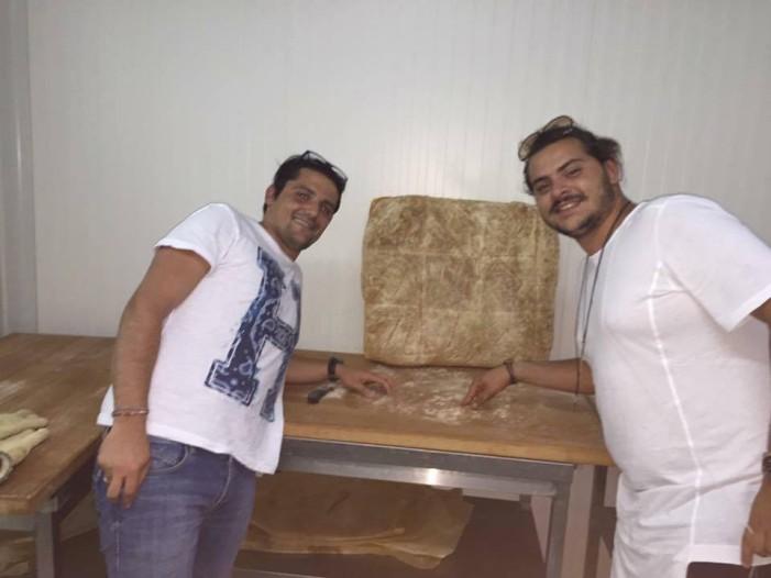 Ένας ζαχαροπλάστης συνάντησε έναν αρτοποιό στο Άργος Ορεστικό με αποτελέσμα γευστικό! (Φωτο)