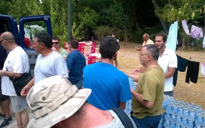 Τρόφιμα στους μετανάστες που ζουν στο Πεδίον του Άρεως μοίρασε το ΠΑΜΕ