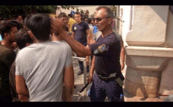 Το χαστούκι του αστυνομικού σε μετανάστη στη Κω, ήταν χαστούκι στην αξιοπρέπεια της Ελλάδας και του φιλότιμου των Ελλήνων (Βίντεο)