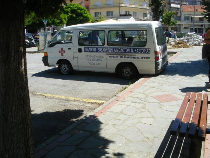 Ανεγκέφαλοι προκάλεσαν φθορές στο ασθενοφόρο του Συλ. Αιμοδοτών Καστοριάς