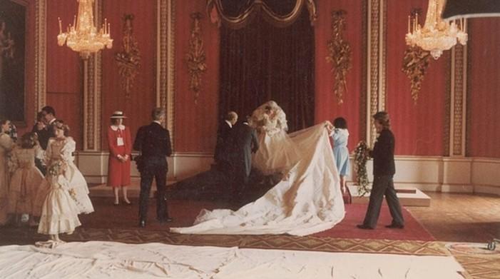 Ο παραμυθένιος γάμος της αδικοχαμένης Νταϊάνας με τον Κάρολο – 4 φωτογραφίες που βλέπουν πρώτη φορά το φως της δημοσιότητας