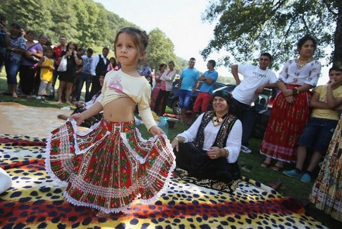 Ετσι ζουν οι Ρομά – Αγνωστα στιγμιότυπα της καθημερινότητάς τους – Χορός, χρώμα, φαγητό