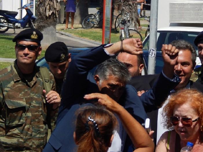 ΑΝΕΛ: Στημένη προβοκάτσια χρυσαυγιτών η επίθεση στον Π. Καμμένο