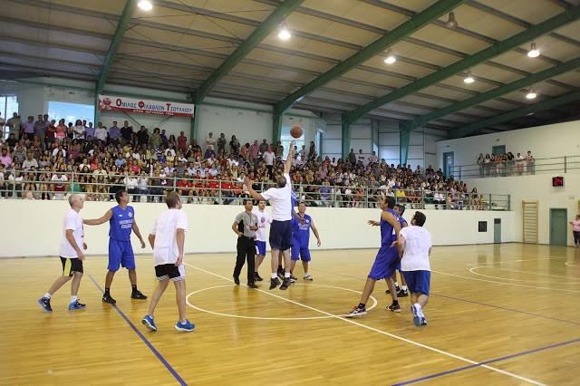 Ρίγη συγκίνησης στον φιλανθρωπικό αγώνα «Ένα καλάθι για το Στάθη» με τους Βετεράνους του Ελληνικού Μπάσκετ στο Τσοτύλι (Φωτο + Βίντεο)