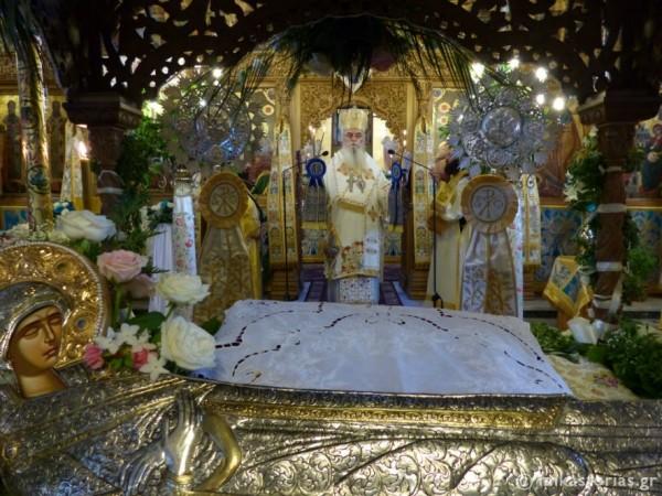 Με βυζαντινή μεγαλοπρέπεια η Αρχιερατική Θεία λειτουργία στον εορτάζοντα Μητροπολιτικό Ναό της αρχόντισσας της Μακεδονίας (Φωτο)