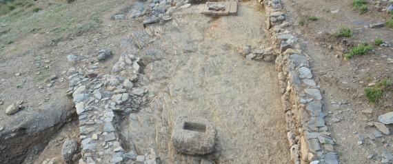 Τείχος και ιερό αποκαλύφθηκαν στην ανασκαφή της αρχαίας Φενεού