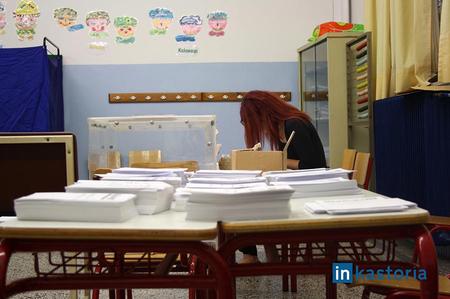 Προετοιμασία σε εκλογικό κέντρο Άργους