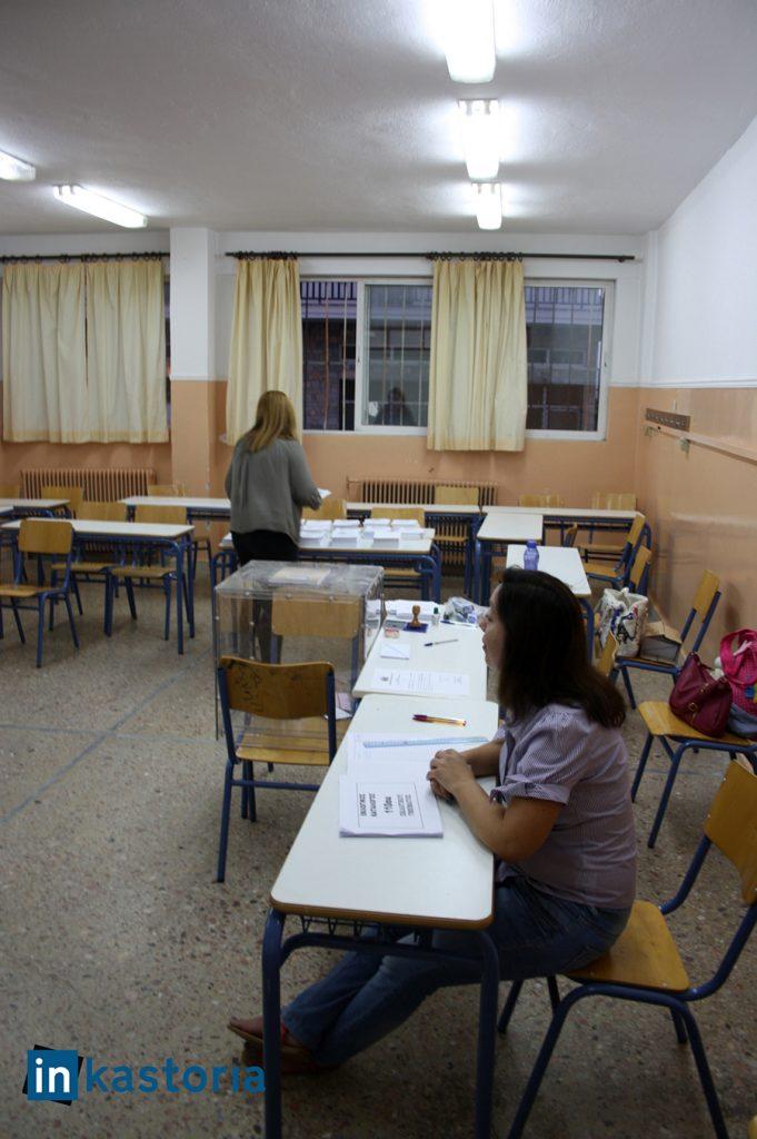 Χαμηλή προσέλευση στο εκλογικά κέντρα, λίγο μετά τις επτά...
