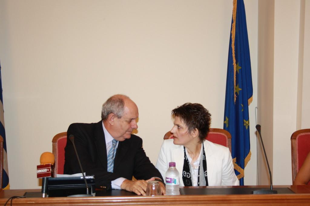 Η κ. Σουλτάνα Παπαθωμά με τον Τέρενς Κουίκ