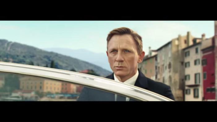 Ο James Bond πίνει Heineken…