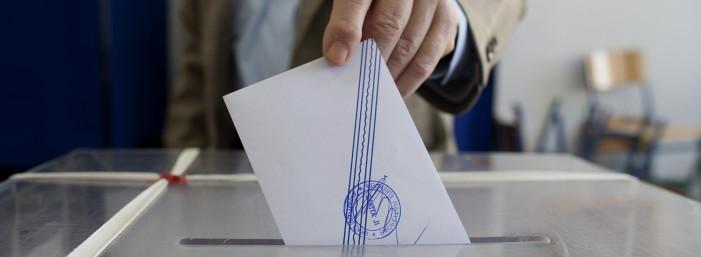 Ντέρμπι οι εκλογές και σε μια ακόμη δημοσκόπηση