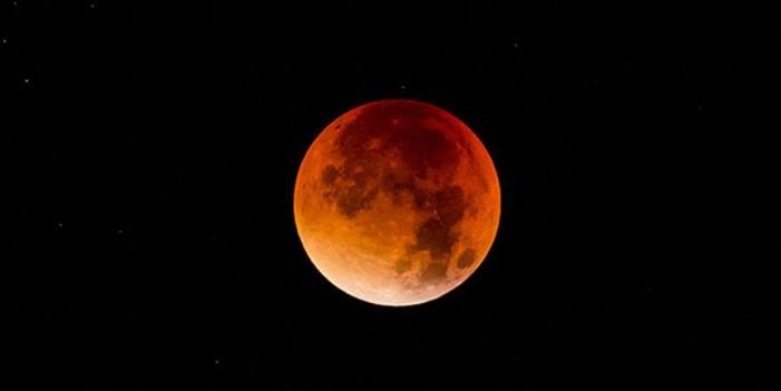 Το… ματωμένο φεγγάρι