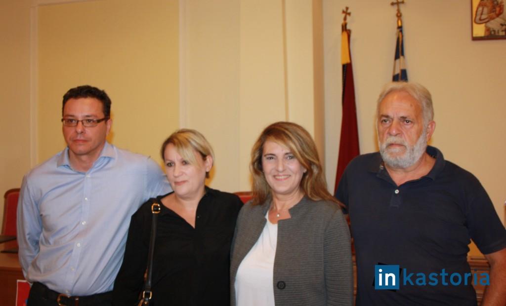 Η Ολυμπία Τελιγιορίδου με τους συνυποψηφίους της από το ψηφοδέλτιο του ΣΥΡΙΖΑ
