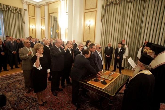 12 μέλη της νέας κυβέρνησης επέλεξαν να ορκιστούν με θρησκευτικό όρκο