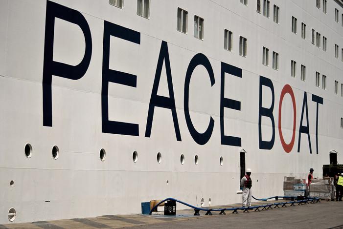 Ο Πειραιάς υποδέχθηκε το Πλοίο της Ειρήνης