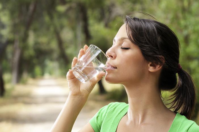 Πόσο νερό είναι καλό να πίνουμε καθημερινά;