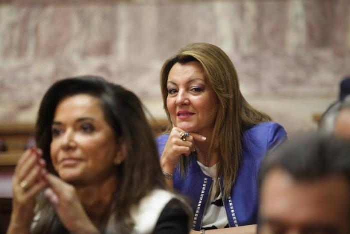 Στιγμιότυπα από την ορκωμοσία της Μ. Αντωνίου στη Βουλή