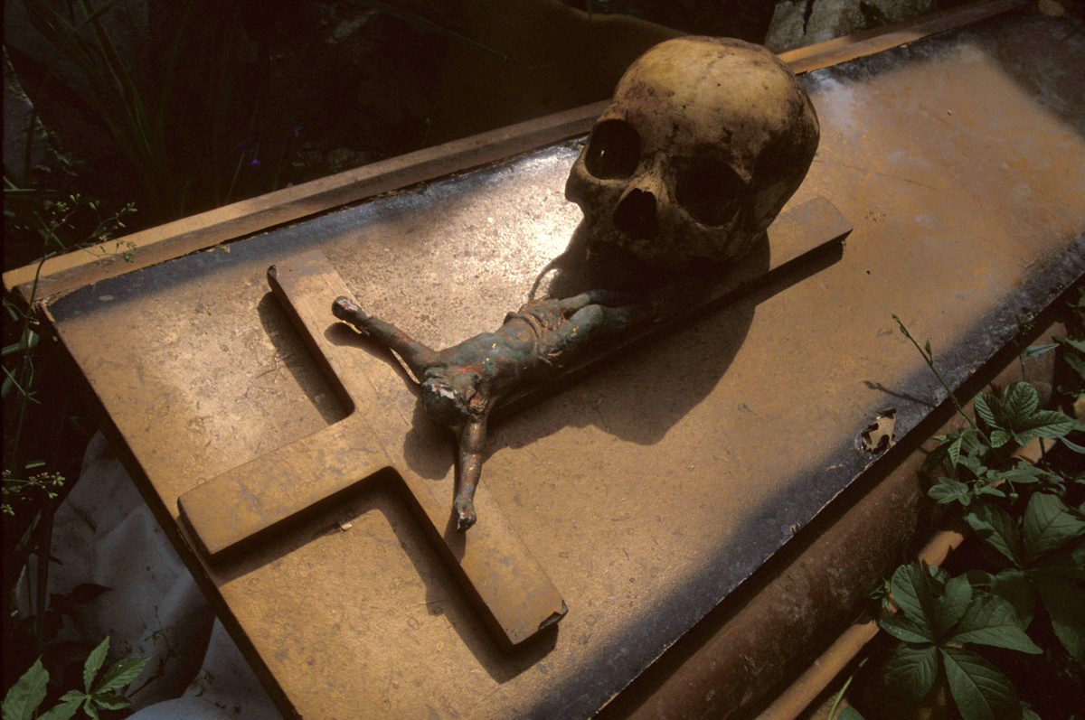 Jul 16, 1999; Saut d'Eau, Haiti; A skull rests atop a cross symbolizing the voodoo ritual Vyej Mirak, 'Virgin of Miracles'. African slaves brought their native religion to Haiti in the mid-1600s. The French forced the voodooists to convert to Catholicism, which resulted in the existing blend of the two religious beliefs. The vodun faithful see no difference in the Roman Catholic saint worship, and their own deities called 'loas'. Mandatory Credit: Photo by Les Stone/ZUMA Press. (©) Copyright 1999 by Les Stone