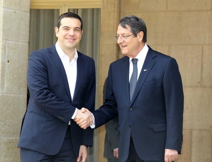 Τηλεφωνική επικοινωνία Τσίπρα με τον Κύπριο Πρόεδρο για το Κυπριακό