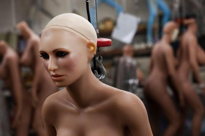 Έτσι κατασκευάζονται οι sex dolls