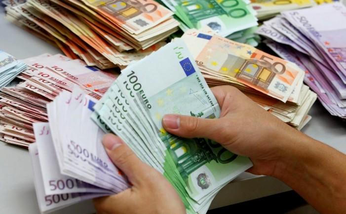 Χαράτσι 100 ευρώ το μήνα για όλους τους ελεύθερους επαγγελματίες