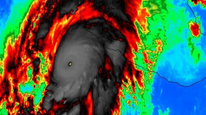 Καταστροφικός κυκλώνας πλησιάζει το Μεξικό, φόβοι για αρμαγεδδών (βίντεο)