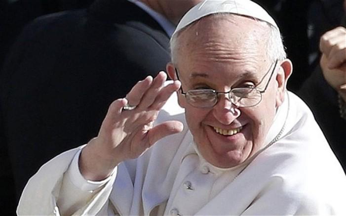 Διαψεύδει το Βατικανό ότι ο Πάπας έχει όγκο στον εγκέφαλο