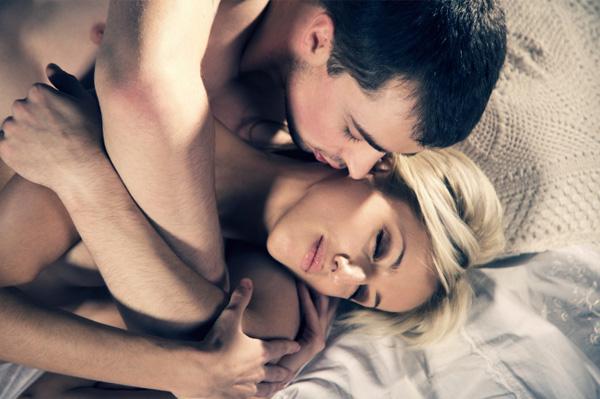 Τι πρέπει να κάνουν τα ζευγάρια όταν το ρολόι δείξει 3:00 μ.μ. σύμφωνα με τους επιστήμονες