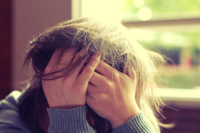 10 σκέψεις που κάνουν οι πολύ αγχώδεις άνθρωποι κατά τη διάρκεια της ημέρας