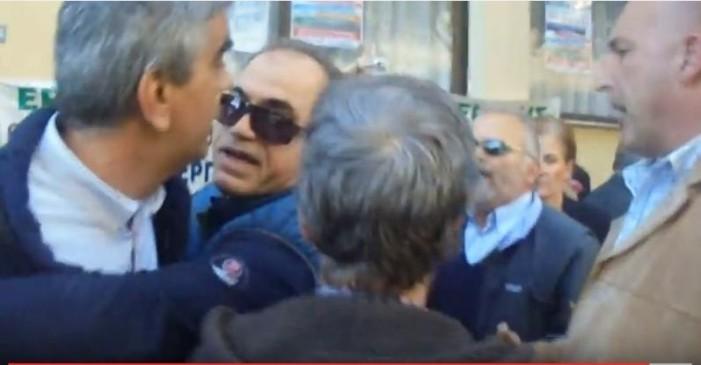 Ένταση στην Κατερίνη λόγω της παρουσίας ΣΥΡΙΖΑ στην πορεία (βίντεο)