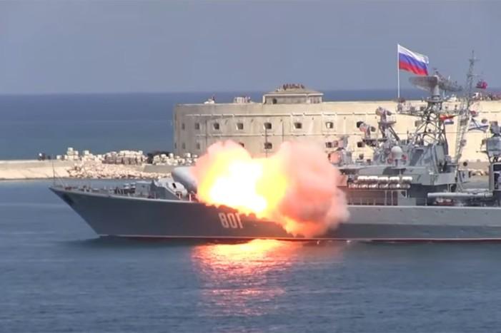 Σφοδρή επίθεση κατά του ISIS εξαπέλυσε ο ρωσικός στόλος από τη Μεσόγειο