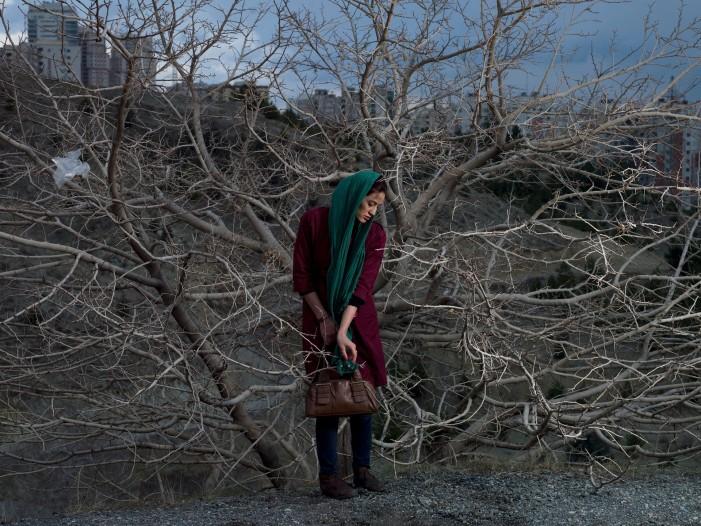 Τσιγάρα, πλαστική χειρουργική και Ισλάμ: Oι γυναίκες στο Ιράν σε εικόνες