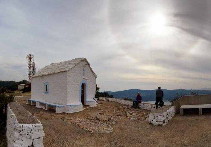 Ο φωτογράφος Μανώλης Θράβαλος απαθανάτισε την αλλόκοσμη ηλιακή Άλω στη Σάμο