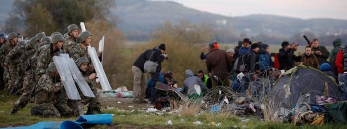 Ένταση με πρόσφυγες στα σύνορα με την FYROM
