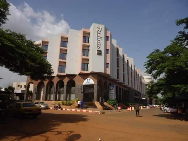 Τουλάχιστον τρεις νεκροί από επίθεση τζιχαντιστών σε ξενοδοχείο στο Μάλι – Απελευθερώθηκαν 80 όμηροι- (βίντεο)
