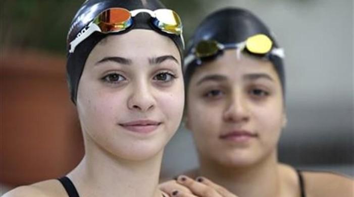 Αδελφές κολυμβήτριες από την Συρία κολύμπησαν τρεις ώρες για να φτάσουν στη Λέσβο