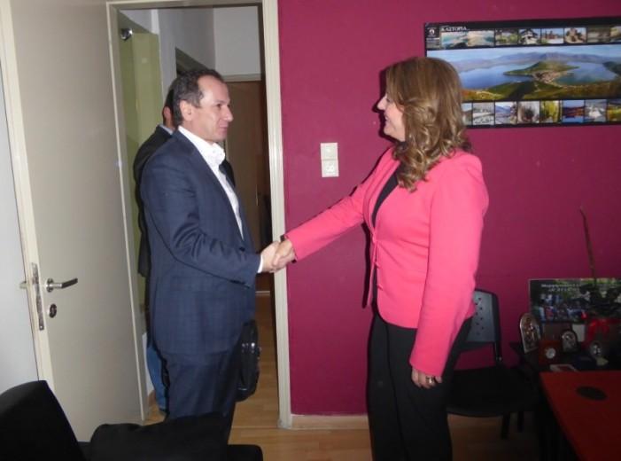 Τον Πρόεδρο της Παγκόσμιας Ομοσπονδίας Γούνας Γιάννη Μανάκα υποδέχθηκε η Μαρία Αντωνίου