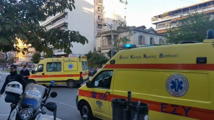 Θεσσαλονίκη: Μαχαίρωσε την πρώην του και πήδηξε από τον 7ο όροφο στη Συνδίκα (φώτο & βίντεο)