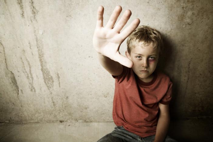 Σοκ στο Βόλο – Μαθητές κλωτσούσαν στο κεφάλι 7χρονο μέσα στο σχολείο!