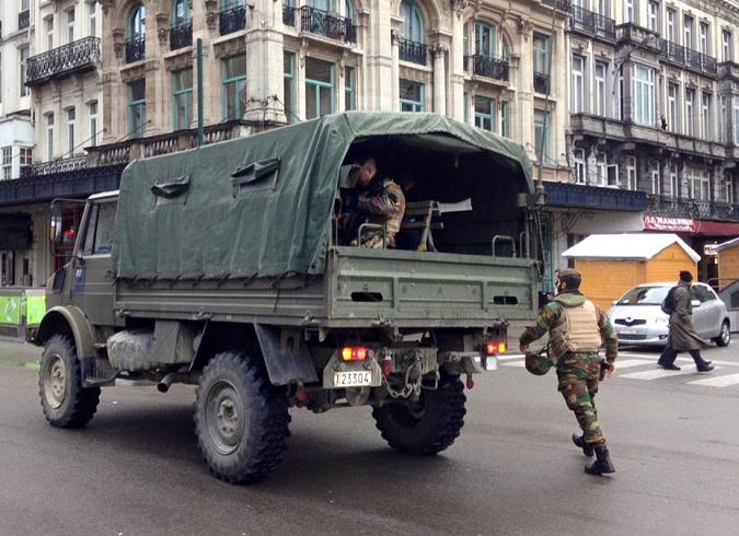 Γιάφκες τρομοκρατών με χημικά όπλα και εκρηκτικά εντοπίστηκαν στις Βρυξέλλες