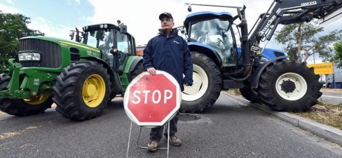 Αθήνα: Εκλεισαν το κέντρο οι αγρότες