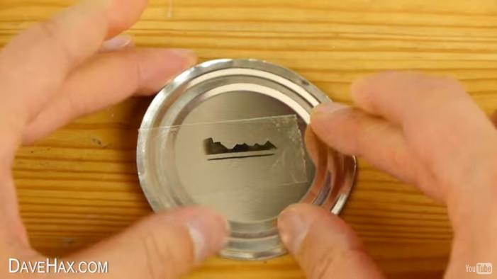 Φτιάξτε χωρίς κλειδαρά ένα επιπλέον κλειδί! (βίντεο)