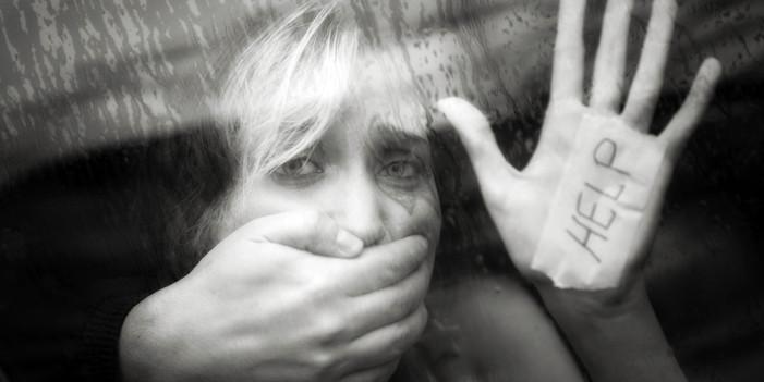 Κάθε χρόνο 3.500 γυναίκες πεθαίνουν λόγω ενδοοικογενειακής βίας στα 27 κράτη-μέλη της Ε.Ε.!