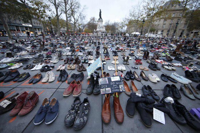 Παρίσι: Γέμισε παπούτσια η Place de la Republique για το κλίμα