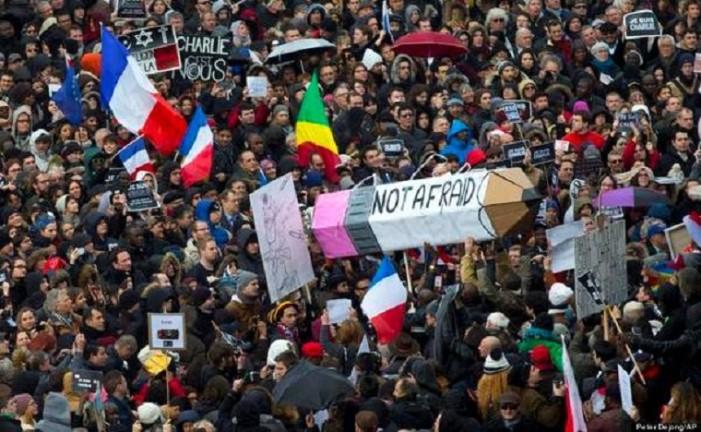 Παρίσι: Η πόλη θέλει να αψηφήσει τον τρόμο. Ανοίγουν μουσεία και σχολεία