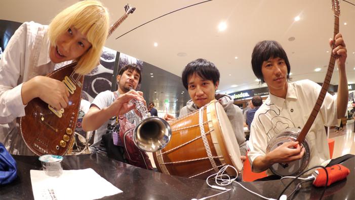 Υπάρχουν 5 γιαπωνέζοι που τραγουδούν… Την τσικουλάτα! Με τρελό κέφι! Δείτε το βίντεο